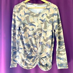Front knot camo tee